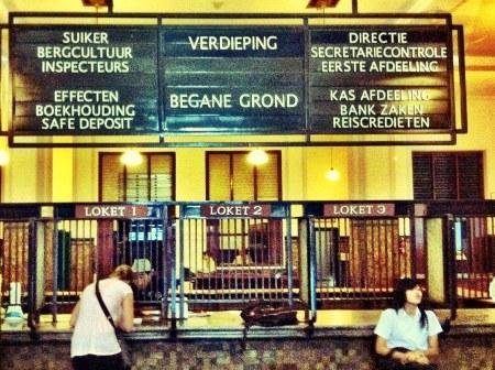 Bankkantoor uit het verleden in Indonesië finno (2)